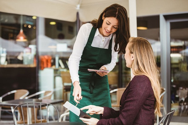 5 kỹ năng phục vụ bàn cơ bản nhân viên nhà hàng cần có