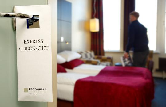 Quy trình check - out căn bản cho nhân viên lễ tân khách sạn