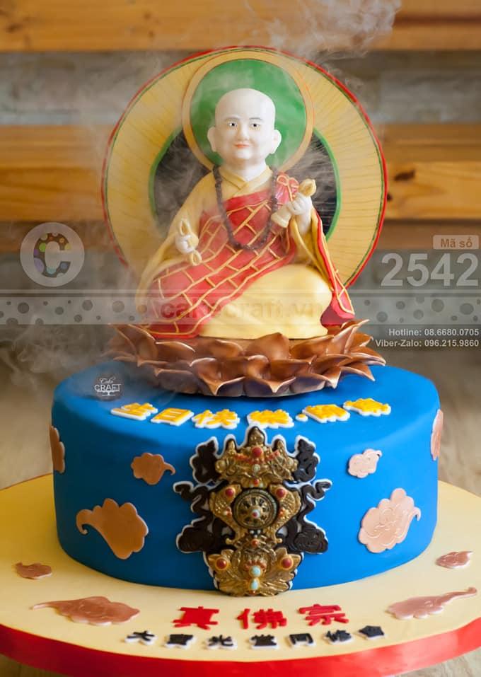 Đây là một chiếc bánh được tạo hình tượng một vị Phật sống với mục tiêu dùng để cúng dường.