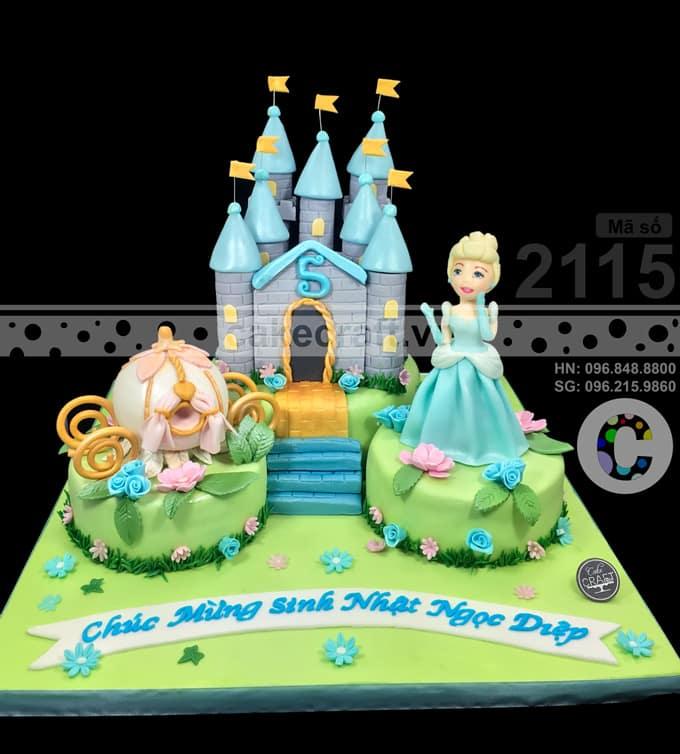 Bánh sinh nhật cho bé gái được yêu cầu tạo hình với lâu đài và nàng công chúa Cinderella