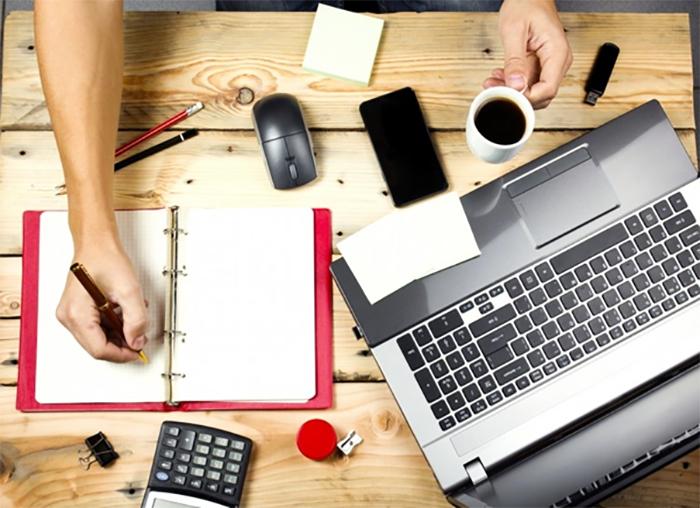 Sinh viên giỏi ngoại ngữ có thể chọn việc dịch thuật online để kiếm tiền