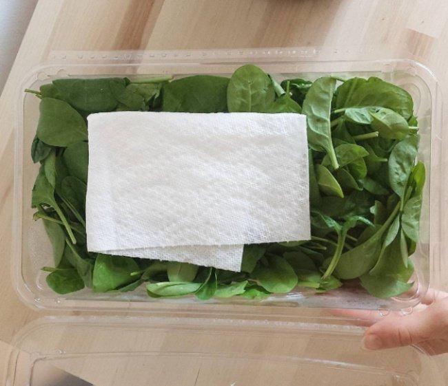 Dùng khăn giấy