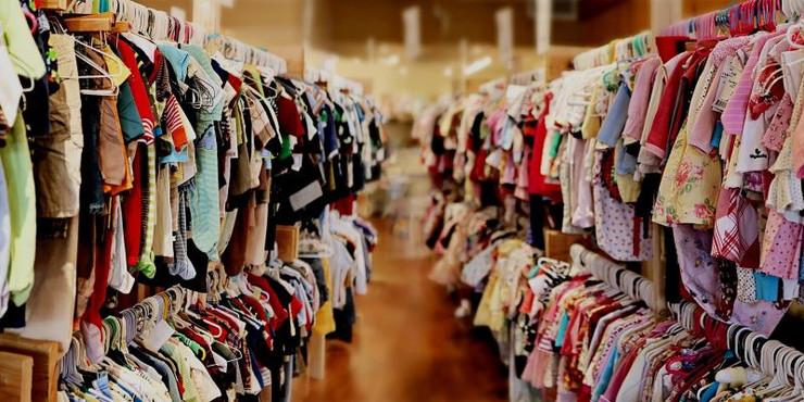 Quần áo trẻ em cũng là một mặt hàng bán chạy trong mùa lễ Trung thu