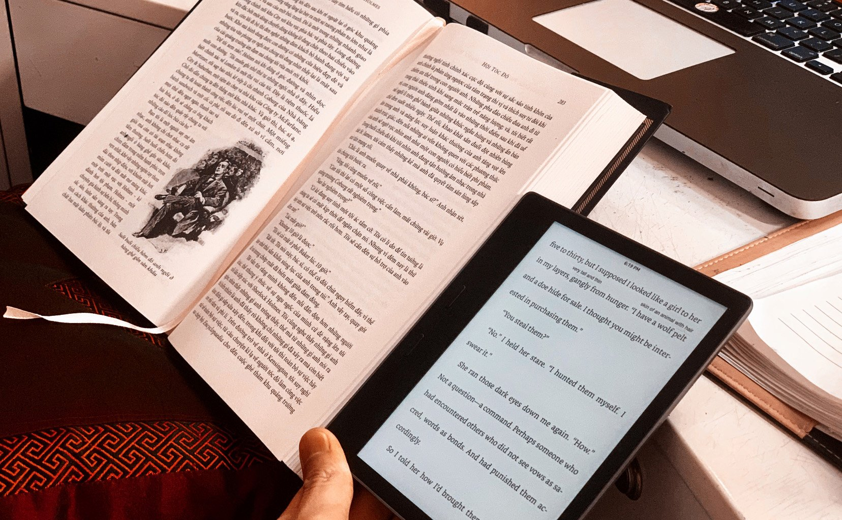 Anh em đọc sách giấy hay máy đọc sách?