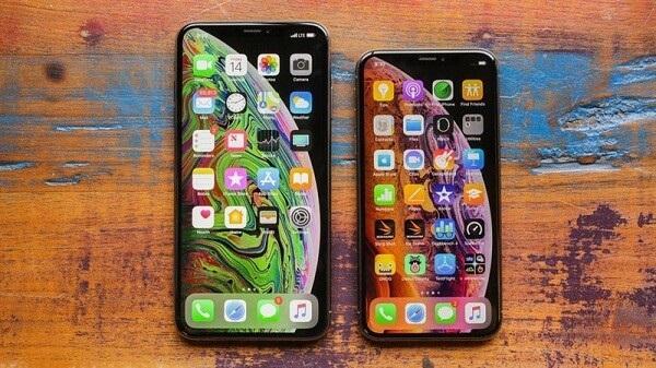 có nên mua iphone xách tay hàng chính hãng